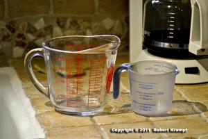 small and large measuring cups